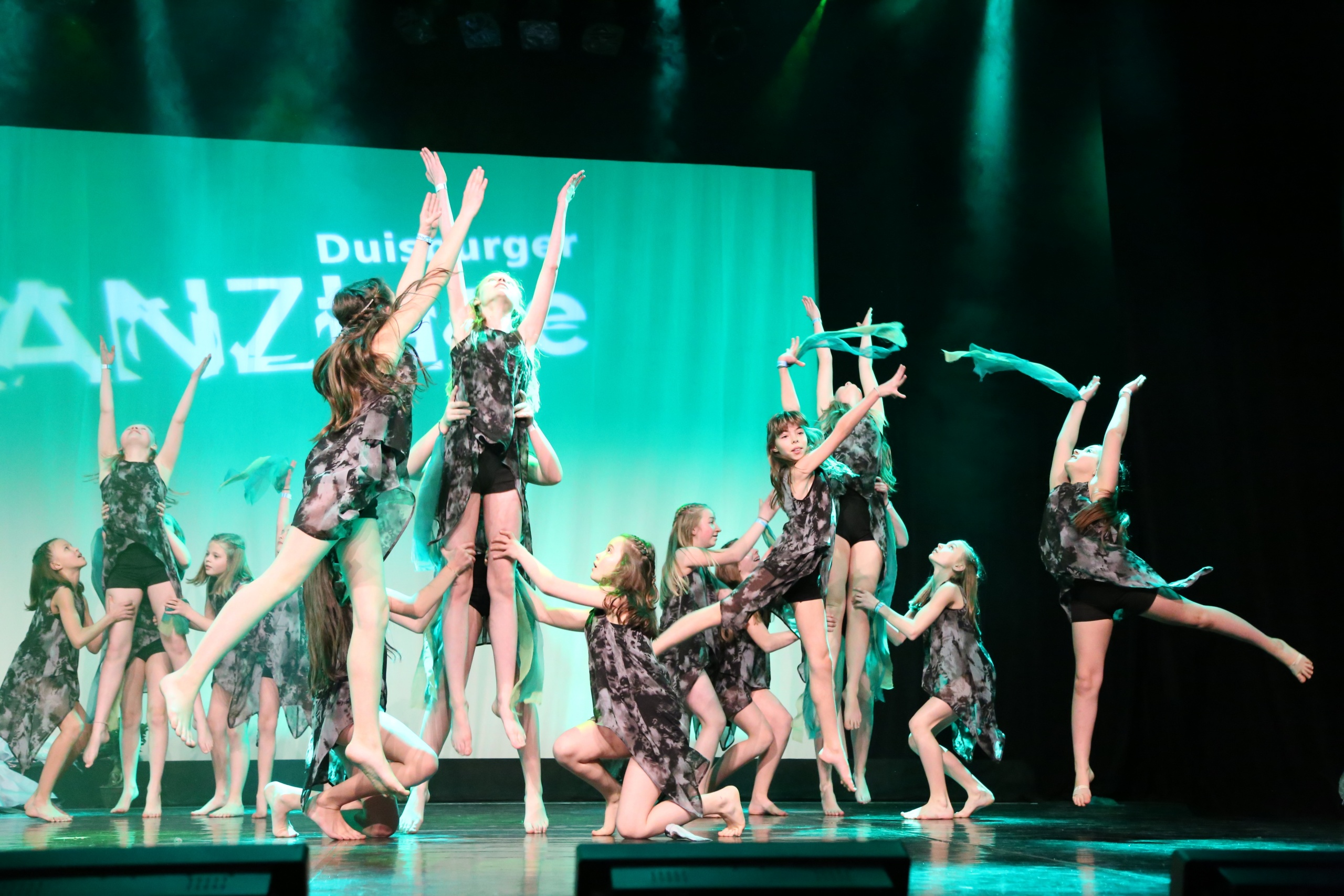 "Mit dem Tanz ""Kids for Earth"" kommt die Jazz/Moders-Kids-Showgruppe START-UP ins Finale der Duisburger Tanztage 2018"