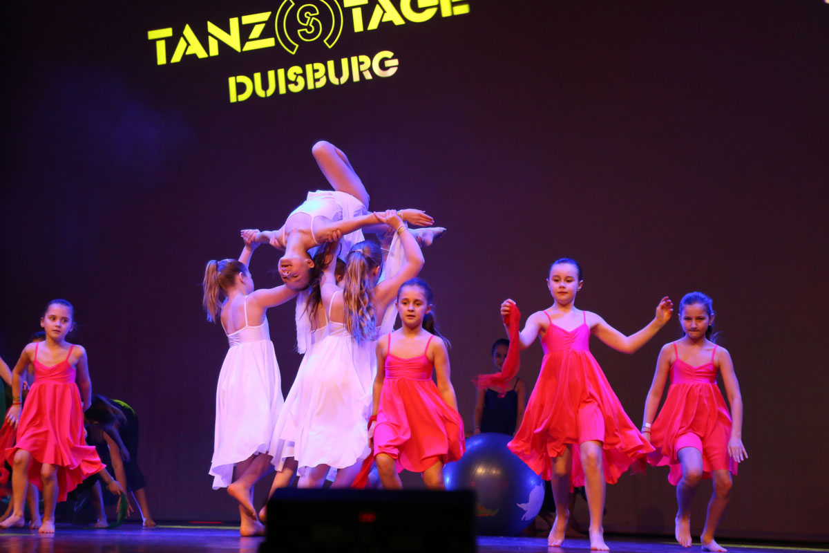 "Die Choreografie ""Wonderful Life"" von Anja Santoriello, Showgruppe COTTON CANDY, Studio 232, Krefeld"
