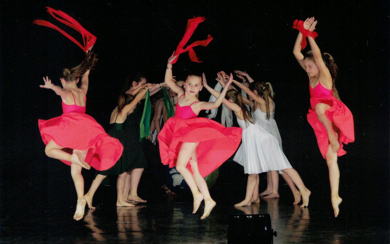 Vize-Europameister! Die Showgruppe Cotton Candy des Studio 232 bei ihrem Auftritt während der Europameisterschaft in Tarvisio/Italien.