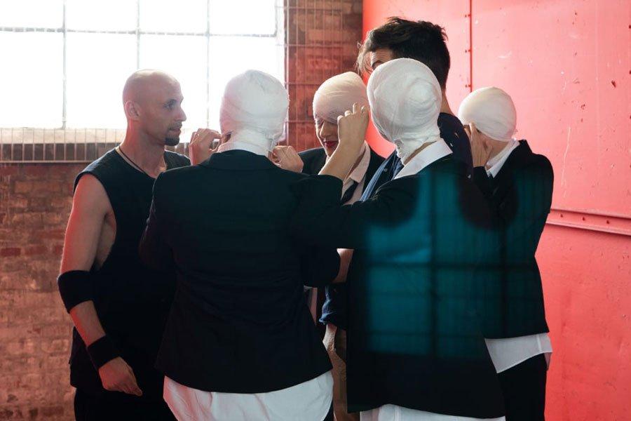 Instruktion durch Choreograf E. T., Musikvideo Dreh von Beyamin Omrani mit Tänzerinnen des Studio 232