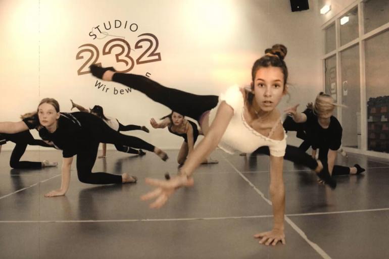 """Ausschnitt aus dem Video """"3-80 Jahre – Tanz ist Lebensfreude pur"""""""